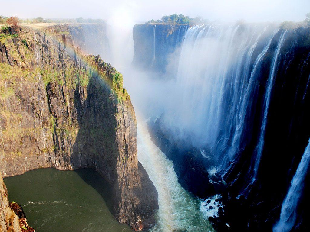 Vic Falls, rainbow falls seen from the zambiam side, livingstone (Mosi-oa-Tunya, the Smoke that Thunders)